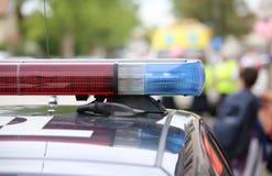rote und blaue Blinklichter der Polizei patrouillieren während eines Aufstiegs Lizenzfreie Stockfotografie