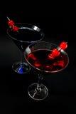 Rote und blaue Cocktails auf Schwarzem Lizenzfreies Stockfoto
