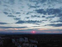 Rote und blaue Himmel stockfoto