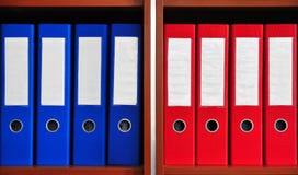Rote und blaue Ordner Lizenzfreies Stockfoto