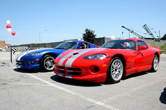 Rote und blaue Sportwagen Stockfoto
