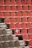 Rote und braune Sitze Stockfoto