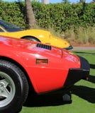 Rote und gelbe Sportautoanordnung Lizenzfreie Stockfotos