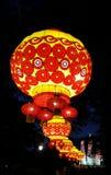 Rote und gelbe traditionelle japanische Laternen Lizenzfreies Stockbild