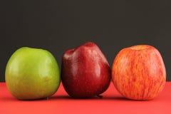 Rote und grüne Äpfel Stockfotos