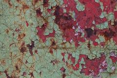 Rote und grüne Farbe auf Metalloberfläche lizenzfreies stockfoto