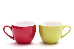 Rote und grüne Kaffeetasse lizenzfreies stockbild