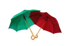 Rote und grüne Regenschirme Stockbild