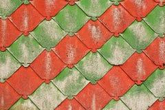 Rote und grüne Schindeln Lizenzfreies Stockbild