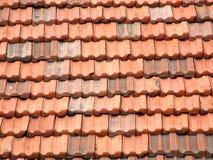 Rote und orange Dachfliesen Lizenzfreies Stockfoto