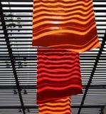 Rote und orange Markierungsfahnen Stockfoto