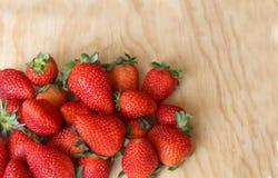 Rote und saftige Erdbeeren Lizenzfreies Stockbild