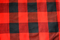 Rote und schwarze checkered Gewebebeschaffenheit Stockbilder