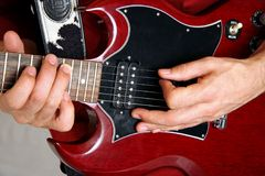 Rote und schwarze elektrische Gitarre Stockfotografie