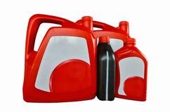 Rote und schwarze Gallonen mit weißem Aufkleber des Motorenöls Lizenzfreie Stockbilder