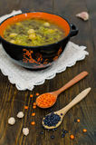Rote und schwarze Linsen der Suppe, Kichererbsen Lizenzfreies Stockbild