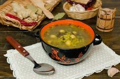 Rote und schwarze Linsen der Suppe, Kichererbsen Stockbild