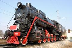 Rote und schwarze Lokomotive Stockfotos