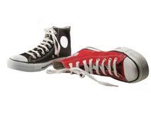 Rote und schwarze Schuhe Stockfotos