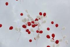 Rote und weiße baloons Stockbild