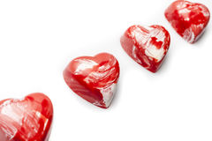 Rote und weiße Herzschokoladen in der diagonalen Linie Lizenzfreies Stockbild