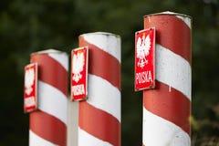 Rote und weiße Spalten stockfotografie