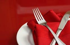 Rote und weiße Tabellen-Einstellung Stockbilder