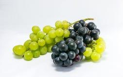 Rote und weiße Trauben stockbild