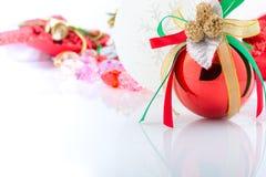 Rote und weiße Verzierungen Weihnachtsneuen Jahres Stockbilder