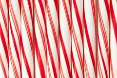 Rote und weiße Zuckerstange stockbild