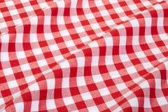 Rote und weiße gewellte Tischdecke Stockfotografie