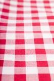 Rote und weiße Tischdecke Stockbilder