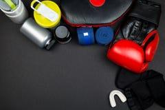 Rote Verpackenhandschuhe Stockbild
