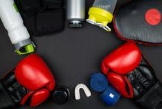 Rote Verpackenhandschuhe Stockbilder