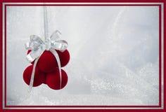 Rote Verzierungs- und Silberdekoration der Weihnachtskarte stockfotografie