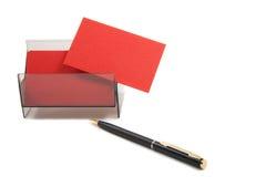 Rote Visitenkarte in einem Kasten auf weißem Hintergrund Lizenzfreie Stockfotografie