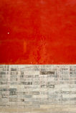 Rote Wand und graue Backsteinmauerhintergrundbeschaffenheit Lizenzfreie Stockfotos