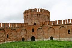 Rote Wand und Kontrollturm Stockbild