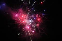 Rote weiße und blaue Feuerwerke Stockfoto