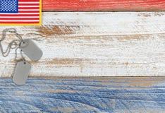 Rote, weiße und blaue kleine amerikanische Flagge für Memorial Day oder Tierarzt lizenzfreie stockfotos
