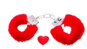 Rote weiche sexuelle Handschellen Stockbild