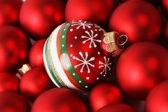 Rote Weihnachtsbälle Stockfotos