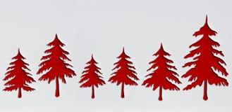 Rote Weihnachtsbäume mit Durchschlagspapier entwerfen Hintergrund Stockbilder