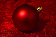 Rote Weihnachtsballnahaufnahme Stockfoto