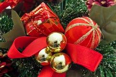 Rote Weihnachtsdekorationen Stockfotografie