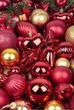 Rote Weihnachtsdekorationen stockfoto