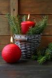 Rote Weihnachtskerzen Stockfotos
