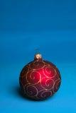 Rote Weihnachtskugel. Stockbilder