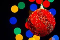 Rote Weihnachtskugel stockbild
