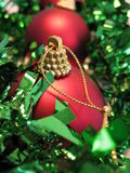 Rote Weihnachtskugel Lizenzfreies Stockfoto
